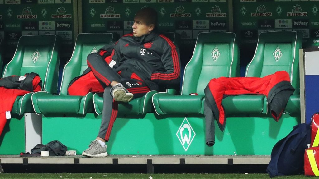 firo: 01.12.2018 Fuvuball, Football: 1. Bundesliga, Season 2018/2019 SVW SV Werder Bremen - FC Bayern Munich München Munich FCB Arjen Robben, bench, substitute, reservist, reserve player, | usage worldwide