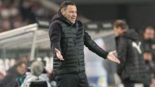 15 December 2018, Baden-Wuerttemberg, Stuttgart: Soccer: Bundesliga, VfB Stuttgart - Hertha BSC, 15th matchday, Mercedes-Benz Arena : Hertha coach Pal Dardai gestures during the match. Photo: Daniel Maurer/dpa - IMPORTANT NOTE: In accordance with the requirements of the DFL Deutsche Fußball Liga or the DFB Deutscher Fußball-Bund, it is prohibited to use or have used photographs taken in the stadium and/or the match in the form of sequence images and/or video-like photo sequences.