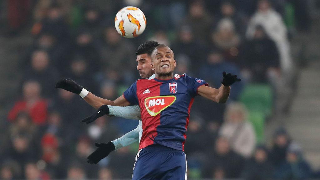 52fb82953 BUDAPEST, HUNGARY - DECEMBER 13: (l-r) Emerson Palmieri of Chelsea FC  battles