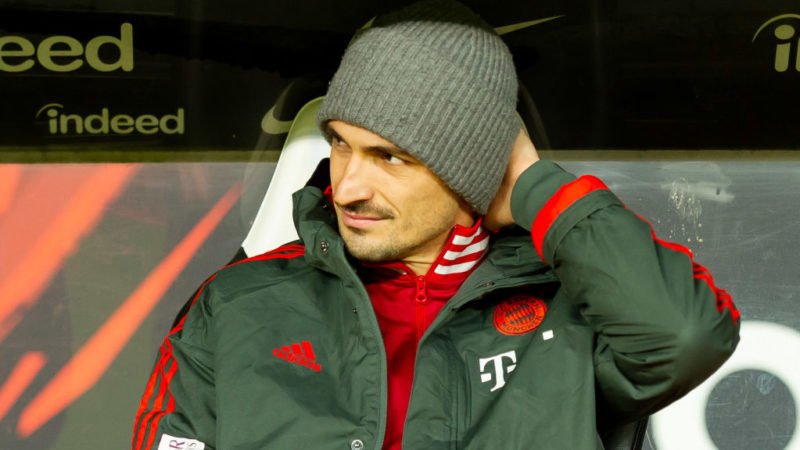 FRANKFURT AM MAIN, GERMANY - DECEMBER 22: Mats Hummels of Bayern Muenchen looks on during the Bundesliga match between Eintracht Frankfurt and FC Bayern Muenchen at Commerzbank-Arena on December 22, 2018 in Frankfurt am Main, Germany. (Photo by TF-Images/TF-Images via Getty Images)