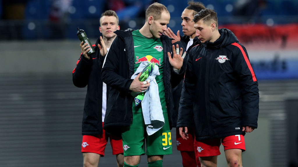LEIPZIG, GERMANY - MARCH 08: Goalkeeper Peter Gulacsi (2nd L) of RB Leipzig shows his finger injury to Willi Orban (R) of RB Leipzig after the UEFA Europa League Round of 16 match between RB Leipzig and Zenit St Petersburg at the Red Bull Arena on March 8, 2018 in Leipzig, Germany. (Photo by Ronny Hartmann/Bongarts/Getty Images)