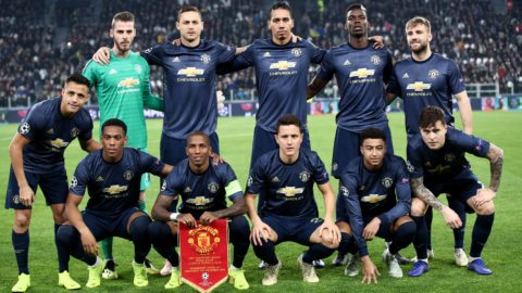 (From L, Front) Manchester United's Chilean striker Alexis Sanchez, Manchester United's French striker Anthony Martial, Manchester United's English midfielder Ashley Young, Manchester United's Spanish midfielder Ander Herrera, Manchester United's English midfielder Jesse Lingard and Manchester United's Swedish defender Victor Lindelof and (From L, Rear) Manchester United's Spanish goalkeeper David de Gea, Manchester United's Serbian midfielder Nemanja Matic, Manchester United's English defender Chris Smalling, Manchester United's French midfielder Paul Pogba and Manchester United's English defender Luke Shaw pose for a team photo prior to the UEFA Champions League group H football match Juventus vs Manchester United at the Allianz stadium in Turin on November 7, 2018. (Photo by Isabella BONOTTO / AFP)