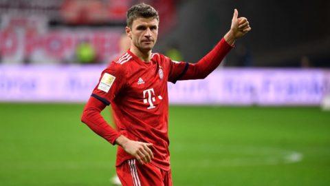 Thomas MUELLER (MULLER, Bayern Munich), thumb up, thumbs up, gesture, action, single image, single cut motive, half figure, half figure. Soccer 1. Bundesliga, 17.matchday, matchday17, Eintracht Frankfurt (F) -FC Bayern Munich M) 0-3. on 22/12/2018 in Frankfurt. COMMERZBANKAREN A. DFL REGULATION PROHIBIT ANY USE OF PHOTOGRAPHS AS IMAGE SEQUENCES AND / OR QUASI VIDEO. | usage worldwide