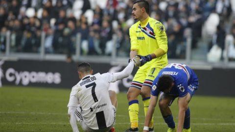 Emil Audero and Cristiano Ronaldo during Serie A match between Juventus v Sampdoria, in Turin, on December 29, 2018 (Photo by Loris Roselli/NurPhoto).