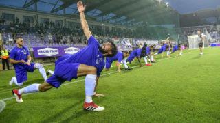 Budapest, 2018. augusztus 2.Újpesti játékosok bemelegítenek a labdarúgó Európa Liga második selejtezőfordulójában a Sevilla ellen játszott visszavágó mérkőzés előtt a budapesti Szusza Ferenc Stadionban 2018. augusztus 2-án.MTI Fotó: Szigetváry Zsolt