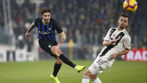 Šime Vrsaljko during Serie A match between Juventus v Inter, in Turin, on December 7, 2018 (Photo by Loris Roselli/NurPhoto).