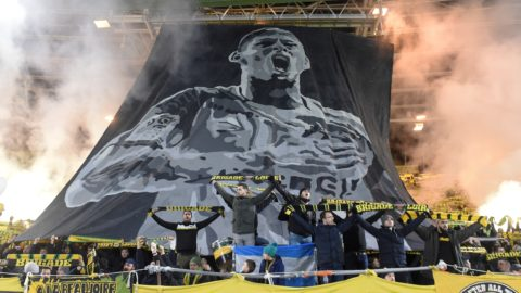 Nantes supporters pay a tribute to Nantes' Argentinian forward Emilianio Sala during the French L1 football match between FC Nantes and AS Saint Etienne (ASSE) at the La Beaujoire stadium in Nantes, western France on January 30, 2019. - A plane transporting Sala -- who had just been transferred from French team Nantes to Premier League club Cardiff City in a 17-million-euro ($19.3-million) move -- and British pilot Dave Ibbotson vanished from radar around 20 kilometres (12 miles) north of the Channel island of Guernsey on January 21. (Photo by SEBASTIEN SALOM GOMIS / AFP)
