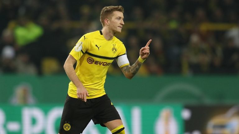 firo: Fuvuball ,, season 2018/2019 DFB-Pokal, cup, 05.02.2019 BVB Borussia Dortmund - SV Werder Bremen jubilation about his goal to 1: 1 by Freistovu MArco Reus | usage worldwide