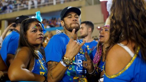 Brazilian football player Neymar attends the parade of the Vila Isabel samba school performance accompanied by Brazilian singer Anitta (R) during the second night of Rio's Carnival parade at the Sambadrome in Rio de Janeiro, Brazil on March 4, 2019. (Photo by Mauro Pimentel / AFP)