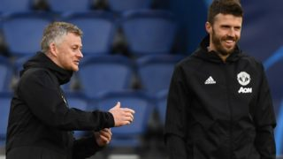 Manchester United's Norwegian head coach Ole Gunnar Solskjær (L) is watched by Manchester United's English first-team coach Michael Carrick as he controls the ball during a training session at The Parc des Princes stadium in Paris on March 5, 2019, on the eve of the UEFA Champions League round of 16 second leg football match against Paris Saint-Germain (PSG). (Photo by FRANCK FIFE / AFP)