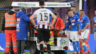 NAPLES, ITALY - MARCH 17:  David Ospina of SSC Napoli injured during the Serie A match between SSC Napoli and Udinese at Stadio San Paolo on March 17, 2019 in Naples, Italy.  (Photo by Francesco Pecoraro/Getty Images)