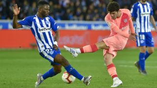 Alaves' Ghanaian forward Wakaso Mubarak (L) challenges Barcelona's Spanish midfielder Carles Alena during the Spanish league football match between Deportivo Alaves and FC Barcelona at the Mendizorroza stadium in Vitoria on April 23, 2019. (Photo by ANDER GILLENEA / AFP)