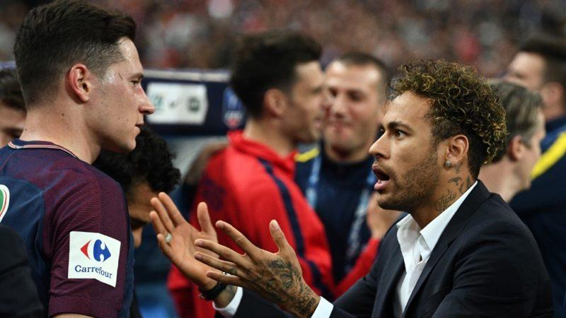 Paris Saint-Germain's Brazilian forwar Neymar Jr (R) speaks with Paris Saint-Germain's German midfielder Julian Draxler (L) at the end of the French Cup final football match between Les Herbiers and Paris Saint-Germain (PSG), on May 8, 2018 at the Stade de France in Saint-Denis, outside Paris. (Photo by FRANCK FIFE / AFP)