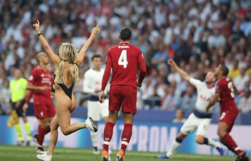 01 June 2019, Spain, Madrid: Soccer: Champions League, Final Tottenham Hotspur - FC Liverpool at Wanda Metropolitano Stadium. A speedster (l) runs across the playing field. Photo: Jan Woitas/dpa-Zentralbild/dpa