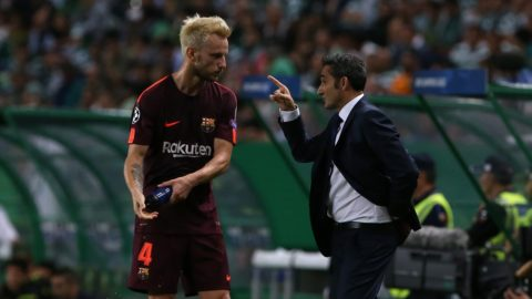 Barcelonas midfielder Ivan Rakitic from Croatia (L) and Barcelonas head coach Ernesto Valverde from Spain (R) during the match between Sporting CP v FC Barcelona UEFA Champions League playoff match at Estadio Jose Alvalade on September 27, 2017 in Lisbon, Portugal. (Photo by Bruno Barros / DPI / NurPhoto)