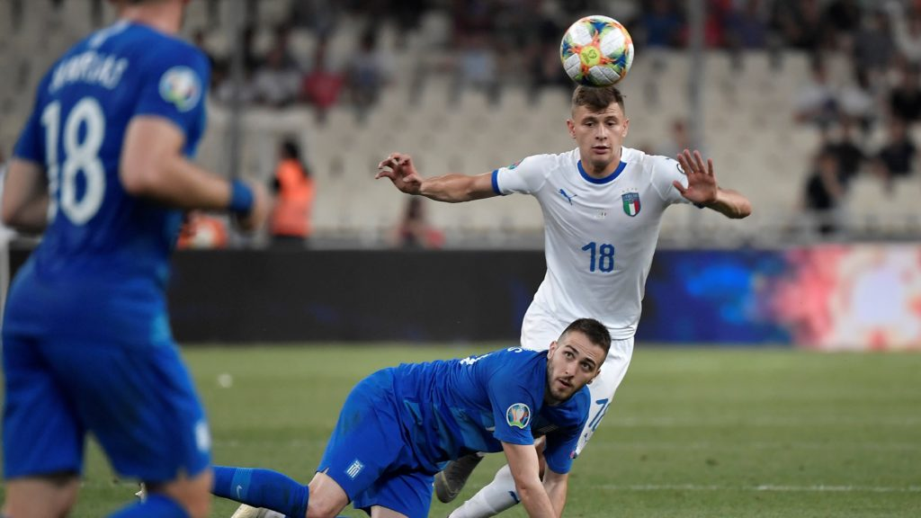 Italy's midfielder Nicolo Barella (R) vies for the ball with Greece's midfielder Konstantinos Fortounis during the Euro 2020 football qualification match between Greece and Italy at the Olympic Stadium in Athens on June 8, 2019. (Photo by LOUISA GOULIAMAKI / AFP)