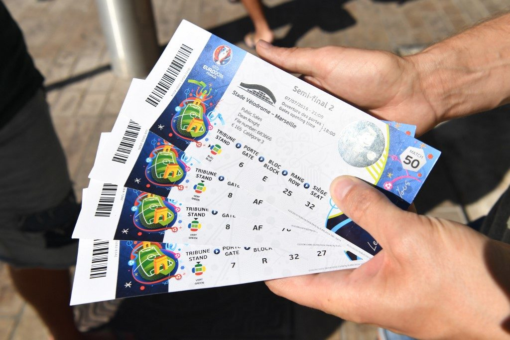 A man shows tickets prior to the UEFA EURO 2016 semi final soccer match between Germany and France at the Stade Velodrome in Marseille, France, 07 July 2016. Photo: Peter Kneffel/dpa