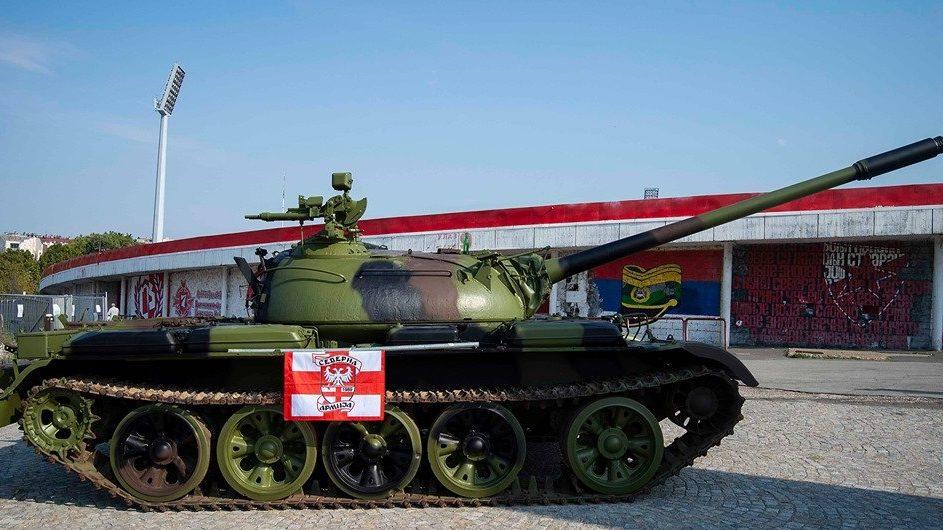 Bajnokok Ligája-selejtező: tankot állítottak a stadion elé ...