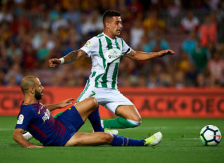 BARCELONA, SPAIN - AUGUST 20: Sergio Leon (R) of Betis is tackled by Javier Mascherano of Barcelona during the La Liga match between Barcelona and Real Betis at Camp Nou on August 20, 2017 in Barcelona, Spain. (Photo by Manuel Queimadelos Alonso/Getty Images)