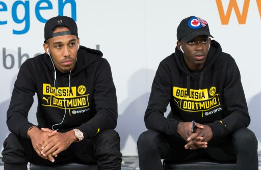 Borussia Dortmunds' players Pierre-Emerick Aubameyang (L) and Ousmane Dembele (R)are sitting on the bench before the test match against Atalanta Bergamo in Altach, Austria, 1 August 2017. Photo: Guido Kirchner/dpa