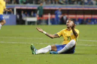 PORTO ALEGRE, RS, 31.08.2017 - BRASIL-EQUADOR - Neymar do Brasil durante partida contra o Equador jogo válido pela 15º rodada Eliminatórias Sul-Americanas para a Copa do Mundo de 2018 na Arena do Grêmio em Porto Alegre nesta quinta-feira, 31. (PHOTO: PAULO LISBOA/BRAZIL PHOTO PRESS)