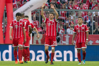 MUNICH, GERMANY - OCTOBER 14: Thomas Mueller of Bayern Muenchen (25) and players of Muenchen celebrate after Robert Lewandowski of Bayern Muenchen scored his teams fourth goal to make it 4:0 during the Bundesliga match between FC Bayern Muenchen and Sport-Club Freiburg at Allianz Arena on October 14, 2017 in Munich, Germany. (Photo by Jan Hetfleisch/Bongarts/Getty Images)