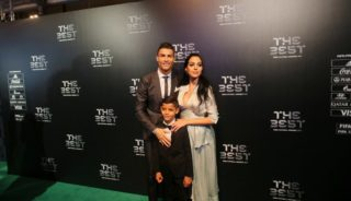 """LONDON, UNITED KINGDOM - OCTOBER 23 : Football player of Real Madrid Cristiano Ronaldo (L) poses for a photo with his family on the green carpet during the """"The Best FIFA Football Awards"""" in London, England, United Kingdom on October 23, 2017. Yunus Dalgic / Anadolu Agency"""