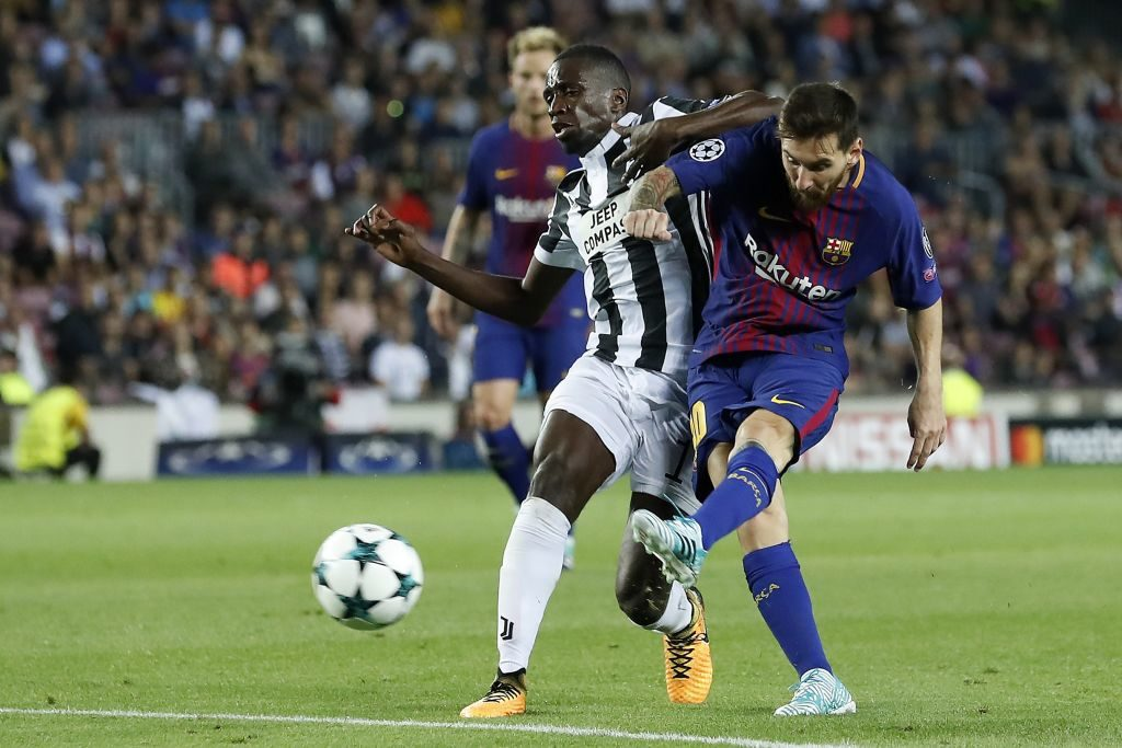 (L-R) Ivan Rakitic of FC Barcelona, Blaise Matuidi of Juventus FC, Lionel Messi of FC Barcelona during the UEFA Champions League group D match between FC Barcelona and Juventus FC  on September 12, 2017  at the Camp Nou stadium in Barcelona, Spain.(Photo by VI Images via Getty Images)