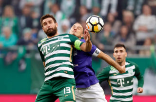 BUDAPEST, HUNGARY - OCTOBER 21: Daniel Bode #13 of Ferencvarosi TC battles for the ball with Robert Litauszki (R2) of Ujpest FC in front of Fernando Gorriaran (R) of Ferencvarosi TC during the Hungarian OTP Bank Liga match between Ferencvarosi TC and Ujpest FC at Groupama Arena on October 21, 2017 in Budapest, Hungary. (Photo by Laszlo Szirtesi/Getty Images)