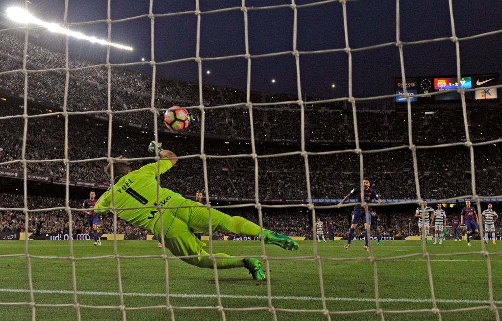 BARCELONA, SPAIN - MAY 21: Yoel of Eibar saves a penalty from Lionel Messi of Barcelona  during the La Liga match between Barcelona and Eibar at Camp Nou on 21 May, 2017 in Barcelona, Spain.  (Photo by Alex Caparros/Getty Images)