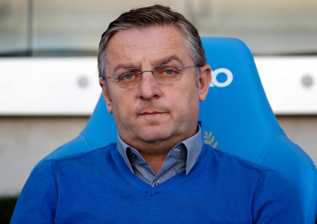 BUDAPEST, HUNGARY - APRIL 8: Head coach Tomislav Sivic of Mezokovesd Zsory FC waits for the kick-off during the Hungarian OTP Bank Liga match between MTK Budapest and Mezokovesd Zsory FC at Nandor Hidegkuti Stadium on April 8, 2017 in Budapest, Hungary. (Photo by Laszlo Szirtesi/Getty Images)