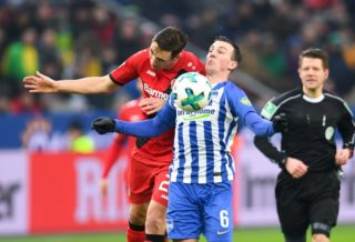 Leverkusen's German midfielder Dominik Kohr and Berlin's Czech midfielder Vladimir Darida vie for the ball  during the German first division Bundesliga football match Bayer Leverkusen versus Hertha Berlin on February 10, 2018 in Leverkusen. / AFP PHOTO / Patrik STOLLARZ / RESTRICTIONS: DURING MATCH TIME: DFL RULES TO LIMIT THE ONLINE USAGE TO 15 PICTURES PER MATCH AND FORBID IMAGE SEQUENCES TO SIMULATE VIDEO. == RESTRICTED TO EDITORIAL USE == FOR FURTHER QUERIES PLEASE CONTACT DFL DIRECTLY AT + 49 69 650050