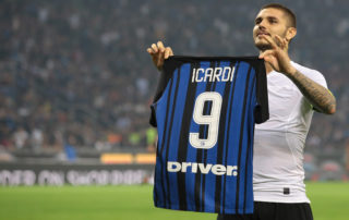 MILAN, ITALY - OCTOBER 15:  Mauro Emanuel Icardi of FC Internazionale Milano celebrates his third goal during the Serie A match between FC Internazionale and AC Milan at Stadio Giuseppe Meazza on October 15, 2017 in Milan, Italy.  (Photo by Emilio Andreoli/Getty Images)