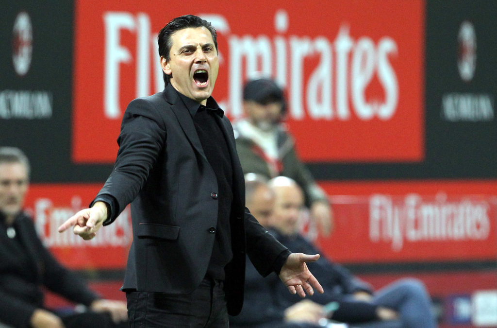 MILAN, ITALY - OCTOBER 28:  AC Milan coach Vincenzo Montella shouts to his players during the Serie A match between AC Milan and Juventus at Stadio Giuseppe Meazza on October 28, 2017 in Milan, Italy.  (Photo by Marco Luzzani/Getty Images)