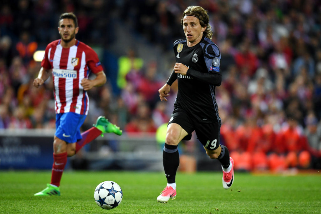 MADRID, SPAIN - MAY 10: Luka Modric of Real Madrid in action during the UEFA Champions League Semi Final second leg match between Club Atletico de Madrid and Real Madrid CF at Vicente Calderon Stadium on May 10, 2017 in Madrid, Spain. (Photo by Etsuo Hara/Getty Images)