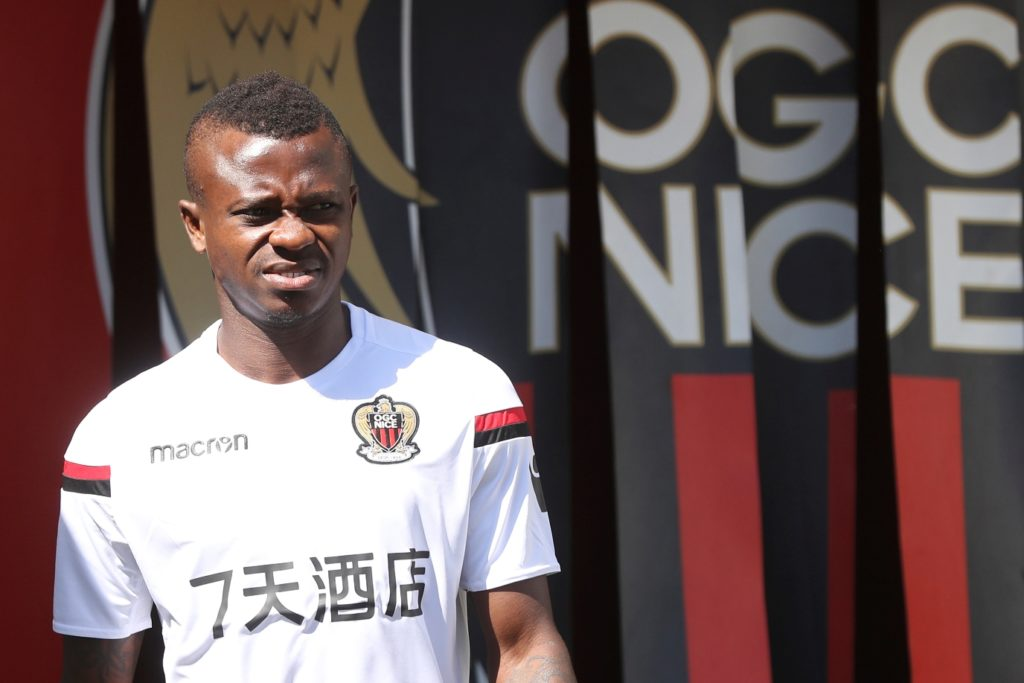 Nice's Ivorian midfielder Jean Michael Seri arrives to attend a training session on the eve of the UEFA Champions League football match between Nice and Naples on August 21, 2017 at the Allianz Riviera stadium in Nice, southeastern France. / AFP PHOTO / VALERY HACHE