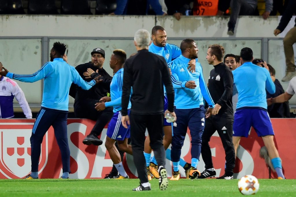Marseille's French defender Patrice Evra (C-R) walks away with teammates after arguing with supporters before the start of the UEFA Europa League group I football match Vitoria SC vs Marseille at the D. Afonso Henriques stadium in Guimaraes on November 2, 2017. / AFP PHOTO / MIGUEL RIOPA