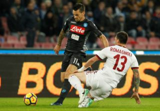 Napoli's Italian defender Christian Maggio (L) fights for the ball with Milan's Italian defender Alessio Romagnoli during the Italian Serie A football match SSC Napoli vs AC Milan on November 18, 2017 at the San Paolo Stadium in Naples. / AFP PHOTO / CARLO HERMANN