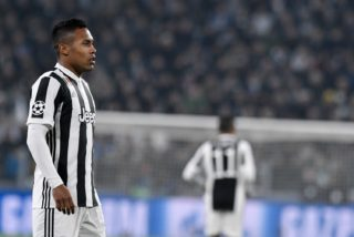 Alex Sandro of Juventus during the UEFA Champions League match between Juventus and Barcelona at the Juventus Stadium, Turin, Italy on 22 November 2017.  (Photo by Giuseppe Maffia/NurPhoto)