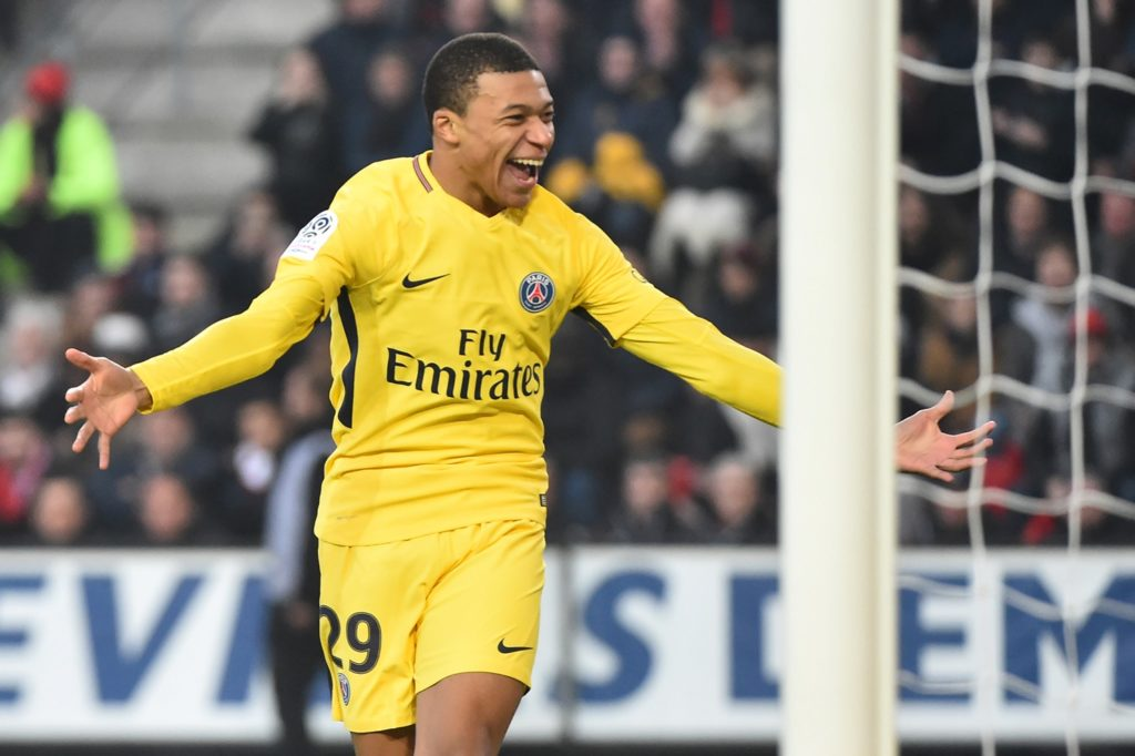 Paris Saint-Germain's French forward Kylian Mbappe reacts after making an assist for the opening goal during the French L1 football match between Rennes (Stade Rennais FC) and Paris Saint Germain (PSG), on December 16, 2017, at the Roazhon Park, in Rennes, northwestern France. / AFP PHOTO / JEAN-FRANCOIS MONIER