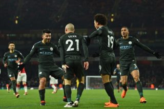 Manchester City's Spanish midfielder David Silva (C) celebrates with teammates after scoring their second goal during the English Premier League football match between Arsenal and Manchester City at the Emirates Stadium in London on March 1, 2018.  / AFP PHOTO / Glyn KIRK / RESTRICTED TO EDITORIAL USE. No use with unauthorized audio, video, data, fixture lists, club/league logos or 'live' services. Online in-match use limited to 75 images, no video emulation. No use in betting, games or single club/league/player publications.  /