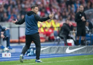 Berlin's coach Pal Dardai gestures during the German Bundesliga football match between Hertha BSC and Bayern Munich at the Olympic Stadium in Berlin,Germany, 1 October 2017.   (EMBARGO CONDITIONS - ATTENTION: Due to the accreditation guidelines, the DFL only permits the publication and utilisation of up to 15 pictures per match on the internet and in online media during the match.) Photo: Annegret Hilse/dpa