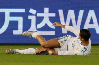 Real Madrid's Cristiano Ronaldo waits for medical assistance during the Club World Cup UAE 2017 final football match between Gremio FBPA and Real Madrid at the Zayed Sports City Stadium in Abu Dhabi on December 16, 2017. / AFP PHOTO / KARIM SAHIB