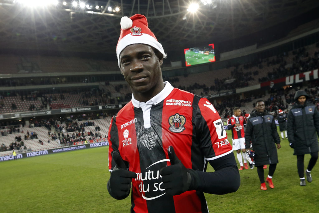 """Nice's Italian forward Mario Balotelli celebrates at the end of the French L1 football match Nice vs Bordeaux on December 17, 2017 at the """"Allianz Riviera"""" stadium in Nice, southeastern France. / AFP PHOTO / VALERY HACHE"""