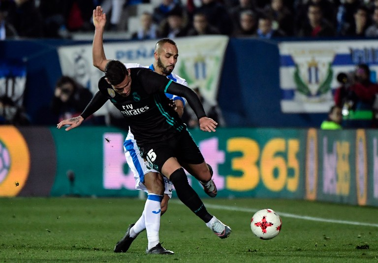 Real Madrid's French defender Theo Hernandez (R) challenges Leganes' Moroccan forward Nabil El Zhar during the Spanish 'Copa del Rey' (King's cup) football match between Leganes and Real Madrid at the Estadio Municipal Butarque in Leganes on January 18, 2018. / AFP PHOTO / OSCAR DEL POZO