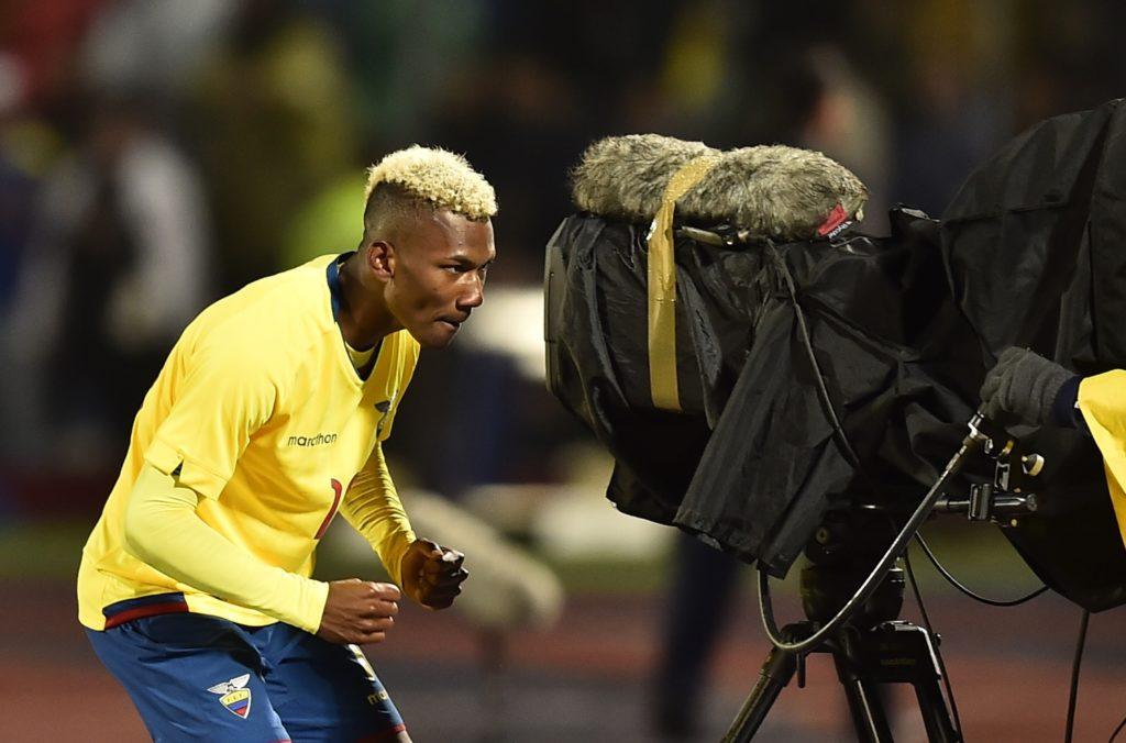 Ecuadorean player Bryan Cabezas celebrates after scoring a gaol against Colombia during their South American Championship U-20 football match at the Olimpico stadium in Riobamba, Ecuador on January 20, 2017. / AFP PHOTO / RODRIGO BUENDIA