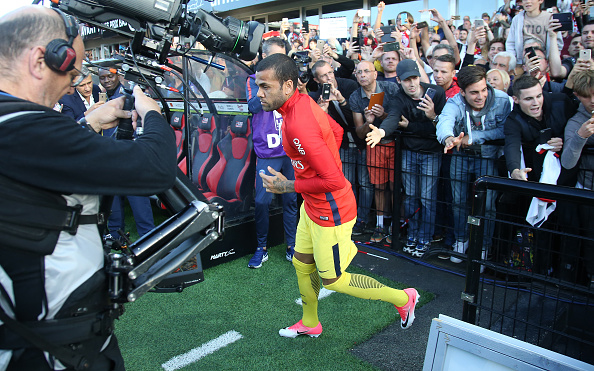 GUINGAMP, FRANCE - AUGUST 13: Dani Alves of PSG during the French Ligue 1 match between En Avant Guingamp (EAG) and Paris Saint Germain (PSG) at Stade de Roudourou on August 13, 2017 in Guingamp, France. (Photo by Jean Catuffe/Getty Images)