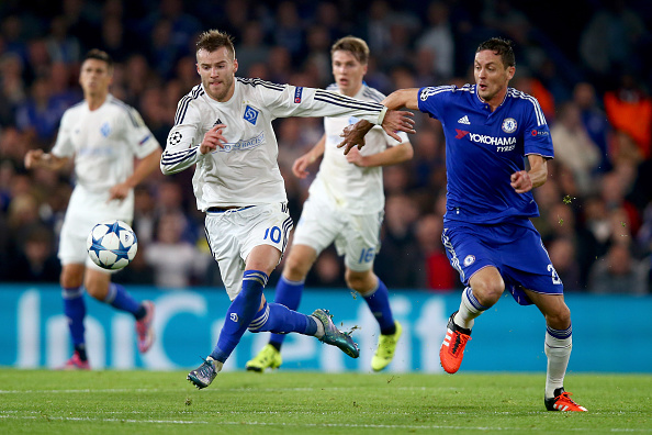 LONDON, ENGLAND - NOVEMBER 04:  Andriy Yarmolenko of Dynamo Kyiv and Nemanja Matic of Chelsea compete for the ball during the UEFA Champions League Group G match between Chelsea FC and FC Dynamo Kyiv at Stamford Bridge on November 4, 2015 in London, United Kingdom.  (Photo by Clive Rose/Getty Images)