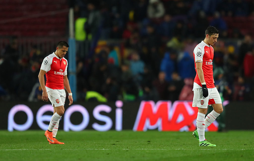 BARCELONA, SPAIN - MARCH 16: Mesut Ozil (R) and Alexis Sanchez (L) of Arsenal leave the pitch at the half time during the UEFA Champions League round of 16, second Leg match between FC Barcelona and Arsenal FC at Camp Nou on March 16, 2016 in Barcelona, Spain.  (Photo by Richard Heathcote/Getty Images)
