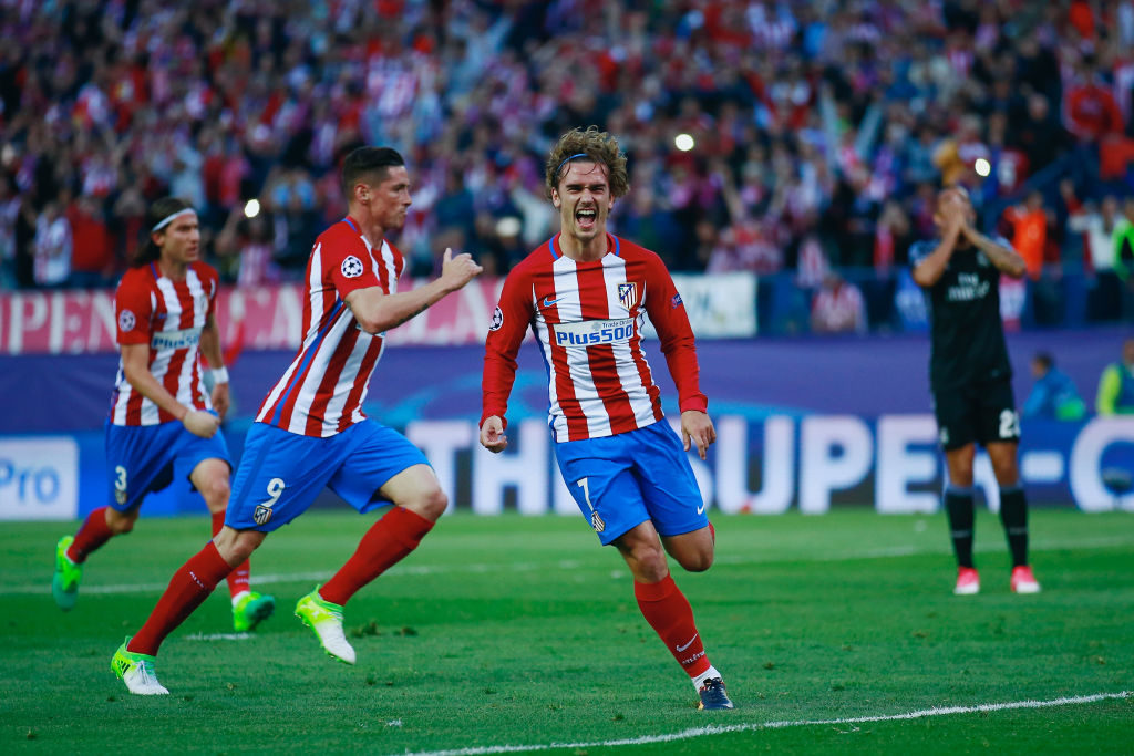 MADRID, SPAIN - MAY 10:  Antoine Griezmann of Atletico Madrid celebrates scoring his team's second goal during the UEFA Champions League Semi Final second leg match between Club Atletico de Madrid and Real Madrid CF at Vicente Calderon Stadium on May 10, 2017 in Madrid, Spain.  (Photo by Gonzalo Arroyo Moreno/Getty Images)